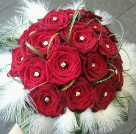 Rose Bouquet Wedding on Eileen Jenkins Red Rose And Feather Bridal Bouquet