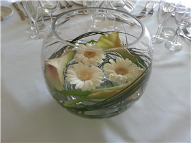 cala lily and gemini gold fish bowl centre pieces