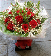 Dozen red rose bouquet with free wooden heart