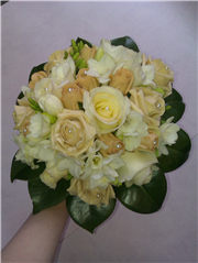compact bridal/bridesmaids posy of cappuccino and golds